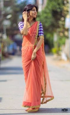 Unconventional pairing - a coral chiffon sari with a purple plaid silk blouse. Indian Beauty Saree, Indian Sarees, Indian Dresses, Indian Outfits, Saree Poses, Moda Indiana, Lehenga, Anarkali, Saree Photoshoot