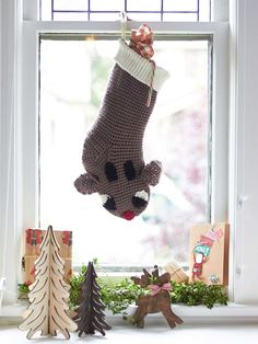 Reindeer Stocking in Bernat Super Value. Discover more Patterns by Bernat at LoveKnitting. The world's largest range of knitting supplies - we stock patterns, yarn, needles and books from all of your favorite brands.