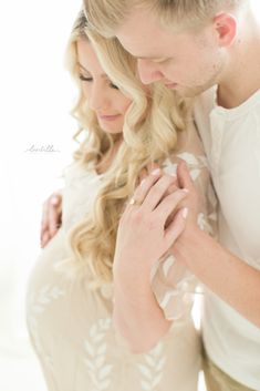 Katelyn Jones Blogger A Touch of Pink Maternity Photos