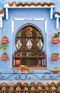 Chefchaouen – The lovely facade Chefchaouen, Morocco Art Et Architecture, Beautiful Architecture, Beautiful Buildings, Architecture Details, Old Doors, Windows And Doors, Beauty Dish, Garden Windows, Unique Doors