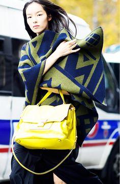 Printed blanket coat paired with neon yellow handbag // #Streetstyle