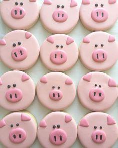 Pig decorated sugar cookies cute food idea for a pig, farm, animal, or farmer themed party idea Cookies Cupcake, Pig Cookies, Fancy Cookies, Cookie Icing, Iced Cookies, Cute Cookies, Pig Cupcakes, Party Cupcakes, Summer Cookies