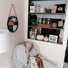 """""""My fall decor is mostly neutral with pops of orange! Sharing for #elementsoffall #falldecor #fallvignette #homedecor #pumpkins"""""""