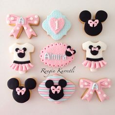 Minnie Mouse Rosa, Minnie Mouse Cookies, Disney Cookies, Minnie Cake, Pink Minnie, Minnie Mouse 1st Birthday, Minnie Mouse Theme, Galletas Decoradas Baby Shower, Mini Mouse Cake