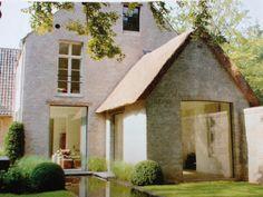 Landelijk wonen Vernacular Architecture, Residential Architecture, Architecture Design, Home Interior Design, Exterior Design, New Urbanism, Dutch House, Stucco Homes, Belgian Style
