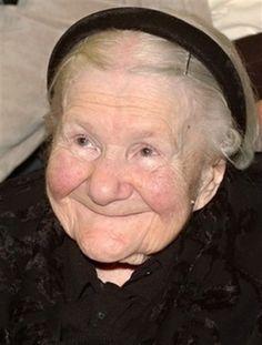 Irena Sendler . Ele salvou 2.500 crianças do Gueto de Varsóvia . Heroína da 2ª Guerra Mundial.