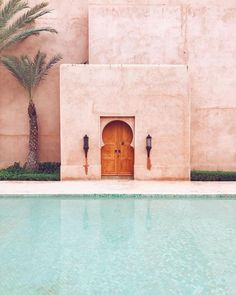 color scheme / pink building / travel photography / pool summer vibes