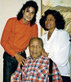 """I love how Michael Jackson fans call Mrs. Jackson Mother or Mother K. like she's mother of us all . Paris Jackson, Lisa Marie Presley, Jackson Family, Janet Jackson, Elvis Presley, Familia Jackson, Indiana, Michael Jackson Rare, King Of Music"