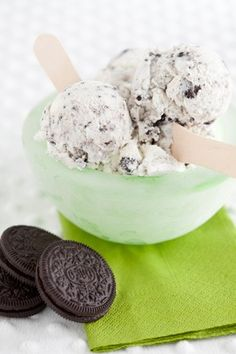Check out what I found on the Paula Deen Network! Easy Homemade Cookies 'n Cream Ice Cream http://www.pauladeen.com/recipes/recipe_view/easy_homemade_oreo_ice_cream