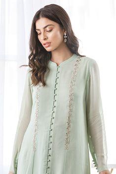Simple Pakistani Dresses, Pakistani Fashion Casual, Indian Fashion Dresses, Dress Indian Style, Pakistani Dress Design, Indian Designer Outfits, Designer Dresses, Fashion Outfits, Pakistani Designer Clothes