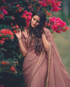 elegant saree for farewell \ elegant saree & elegant saree party wear & elegant saree classy & elegant saree color combinations & elegant saree look & elegant saree with price & elegant saree for farewell & elegant saree party wear indian weddings Saree Blouse Patterns, Saree Blouse Designs, Dress Indian Style, Indian Dresses, Indian Wedding Outfits, Indian Outfits, Indian Weddings, Saree Poses, Saree Trends