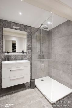 small Bathroom Decor Salle de bains pure et design - bathroomdecor Bathroom Renos, Bathroom Layout, Modern Bathroom Design, Bathroom Interior Design, Bathroom Renovations, Remodel Bathroom, Bathroom Designs, Bathroom Ideas, Bathroom Pictures