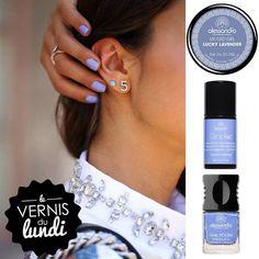 #MondaysChoice ! Lavender nails? Yes please! #alessandroGR #alessandrointernational #nails #lavender #nailart #alessandronails #manicure #nailpolish #vernis #striplac #gel #nagellack