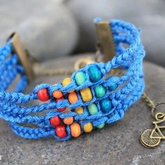 Easy and gorgeous handmade bracelet or choker tutorial in Vietnamese, but the pictorial tells it.
