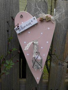 Holzherz-Väschen-Rose-Country-vintage-rosa-weiß-Haustüre-Dekoration-Sommer- Shop Haus No.7-Dawanda 18€