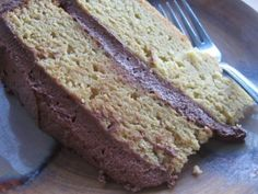 Yellow Coconut Cake with Cocoa Buttercream Frosting. Gluten free and paleo! Beyond Diet Recipes, Whole Food Recipes, Cake Recipes, Cooking Recipes, Frosting Recipes, Healthy Recipes, Coconut Flour Cakes, Healthy Sweets, Eating Healthy