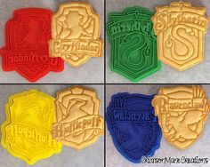 Harry Potter Hogwarts House Crests Cookie by CrimsonManeCreations Harry Potter Cookie Cutter, Harry Potter Torte, Harry Potter Thema, Theme Harry Potter, Harry Potter Birthday, Harry Potter Hogwarts, Hogwarts Houses Crests, Hogwarts Crest, Harry Potter Halloween
