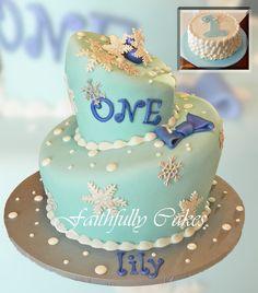 Snowflake 1st Birthday by FaithfullyCakes