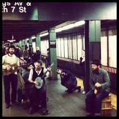 Williamsburg, Brooklyn subway music