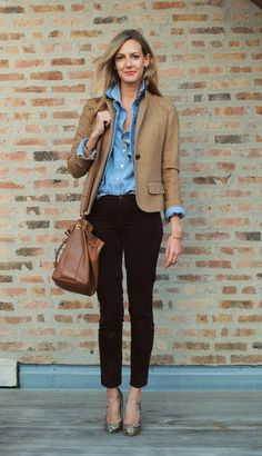 Tan blazer, skinny black pants, chambray button-up shirt, neutral heels, and a giant tote bag