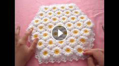 Flower blankets are my favorite crochet blankets pattern and are always fun to make. The one I'm showing you today looks beautiful and is very easy to make.