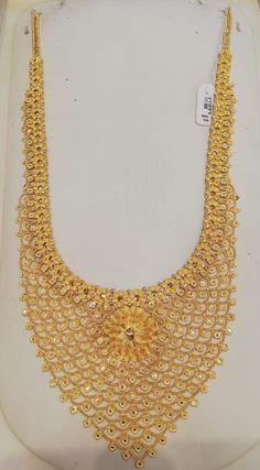 Dubai Gold Jewelry, Indian Wedding Jewelry, Gold Jewellery Design, Bridal Necklace Set, Yellow Jewelry, Gold Earrings Designs, Gold Necklaces, Jewels, Collection