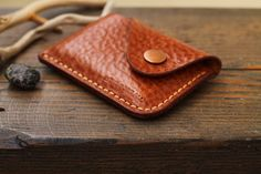 Leather Card Wallet, Leather Gifts, Leather Keychain, Leather Craft, Men's Leather, Handmade Wallets, Leather Luggage, Leather Projects, Leather Design