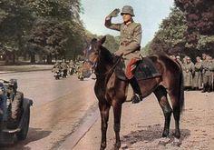 """El teniente general kurt von briesen (30.-división de infantería kommandeur) revisar sus tropas en un desfile en la avenida foch, parís, 14 de junio de 1940., la 30. división de infantería alemán-se aproximaba a parís desde el norte, pero su original La intención era la de la ciudad y continuar su búsqueda de la retirada de las fuerzas francesas hacia el sur. Cuando el comandante de la división, kurt von briesen, oído que había sido declarado de parís """" open city """", Él decidió enviar…"""