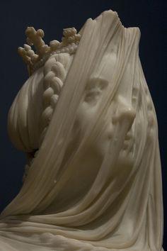 """Isabel II, velada"" de mármol de Carrara, 65 x 57 x 47,5 cm de Camilo Torreggiani"