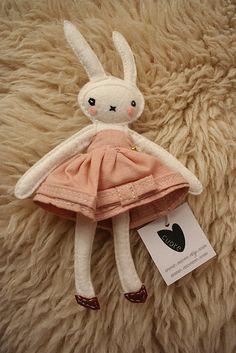 I'm not the biggest Fifi Lapin fan, oddly enough (maybe because I wish she resembled a true anthropomorphic rabbit and not just Miffy grown up), but I do love that she's inspired a lot of creativity among artists, like this softie version. :)
