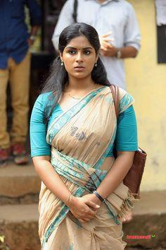 Mallu actress Samyuktha Menon Saree stills Beautiful Girl Indian, Most Beautiful Indian Actress, Beautiful Girl Image, Beautiful Actresses, Beautiful Saree, Beautiful Eyes, Beautiful Women, Indian Natural Beauty, Indian Beauty Saree