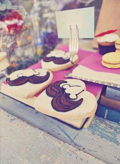 PONTE EL BIGOTE  En el mundo bodil también está súper de moda el bigote o el 'moustache' como algunos prefieren llamarlo, que queda más cool. Más en http://www.unabodaoriginal.es/blog/estas-invitad/regalos-para-invitados/ponte-el-bigote