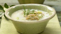 Der Klassiker mediterran angehaucht: Kohlsuppe auf griechische Art mit Vollkornnudeln und Zitrone | http://eatsmarter.de/rezepte/kohlsuppe-griechische-art