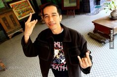 So apparently the current President of Indonesia, Joko Widodo, is a metalhead? Plus, he's got lots of charisma, which makes him very popular amongst Indonesians. 9gag Memes, Current President, President Election, A New Hope, Freemason, Great Leaders, Metalhead, Best Funny Pictures, Art