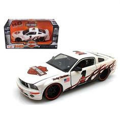 2006 Ford Mustang GT 1:24 Model in White