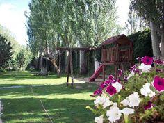 SEGOVIA, TURÉGANO. Casa rural Los Halcones. Se puede alquilar por separado en dos viviendas de 4 dormitorios cada una. Si alquilan las casas el mismo grupo disponen de 8 dormitorios y cuatro baños completos (dos por planta). Está dentro de un magnífico jardín con #piscina, #barbacoa, árboles frutales, huerta y #parque_infantil. Está situado a 20 minutos de Segovia, del Parque Nacional de Las Hoces de Duratón y la #Ruta_de_los_Castillos. #casa_con_zona_infantil