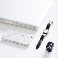 More on www.offwhiteswan.com So in love with my new marble iPhone case from @richmondfinch #richmondfinch #white #marble #flatlay #offwhiteswan #swantjsoemmer