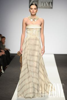 Camillo Bona - Couture - Spring-summer 2011 - http://www.flip-zone.net/fashion/couture-1/independant-designers/camillo-bona-2096