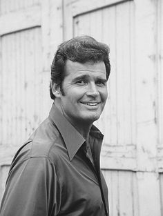 FILES -- In Pursuit of Carol Thorne Episode 109 -- Pictured: James. Rockford Files James Garner Pictures and Photos Hollywood Actor, Golden Age Of Hollywood, Old Hollywood, Detective, James Gardner, The Rockford Files, Classic Actresses, Classic Movies, Actor James