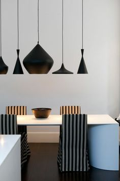Dining room tables for a modern dining room ambience fresh - Esszimmertisch Dining Room Lamps, Dining Room Lighting, Suspension Bar, Deco Restaurant, Esstisch Design, Striped Chair, Modern Light Fixtures, Contemporary Chandelier, Dining Table Design