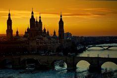 Imágenes que ves, y te dejan sin palabras. ¡UAU! Que bonita eres #Zaragoza <3 www.casamontanes.com  Zaragoza. I have to do a Spain tour one day...
