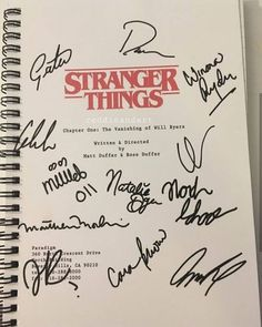 Stranger Things script cover with autographs Stranger Things Netflix, Stranger Things Quote, Stranger Things Have Happened, Stranger Things Aesthetic, Look Star, Will Byers, Chapter One, Foto Art, Best Shows Ever