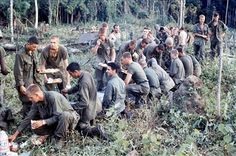 """""""En el culo del mundo con la 4ª División de Infantería"""" (Richard S. Parker, 39º Batallón) Tomadas en 1966 o 1967 probablemente en la zona de las tierras altas centrales. Las imágenes no necesitan mucha explicación."""