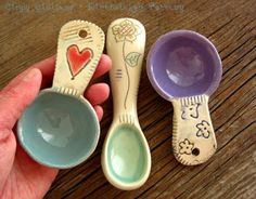 DirtKicker PoTTerY: Handmade Coffee Scoops and Kitchen Scoops - By DirtKicker Pottery Más Hand Built Pottery, Slab Pottery, Ceramic Pottery, Thrown Pottery, Clay Projects, Clay Crafts, Diy Clay, Ceramic Spoons, Ceramic Clay