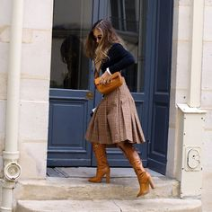 Le Fashion: Don't Get Dressed Without a Plaid Skirt in Your Closet Chic Outfits, Fall Outfits, Fashion Outfits, Womens Fashion, Fall Skirts, Plaid Skirts, Look Fashion, Skirt Fashion, Office Attire Women