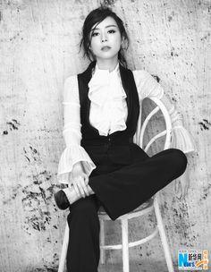 Zhang Jingchu poses for fashion shoot | China Entertainment News