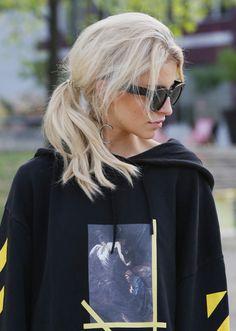 Fall Hair Inspiration-blonde hair in ponytail