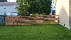 2 tall fence ideas garden privacy fencing for back - Amenagement Jardin Recup Diy Backyard Fence, Diy Privacy Fence, Garden Privacy, Fence Landscaping, Fence Garden, Fence Art, Farm Fence, Diy Fence, Porches