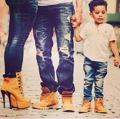 I love this picture, same kind of shoes, jeans, wow