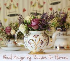Teapot table centrepiece